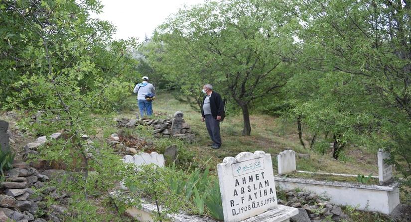 Iskilip Belediyesi Mezarlıkları Temizlemeye Başladı