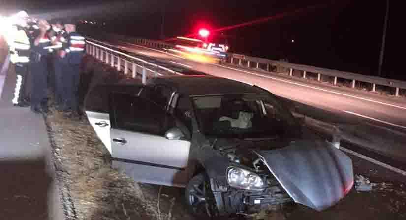 Kontrolden Çıkan Araç Bariyerlere Çarptı: 2 Yaralı